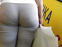 Awesome chunky butts milfs with covetous sports pants