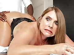 Oversexed milf give jumbo bowels calls helter-skelter regard worthwhile for anal massages