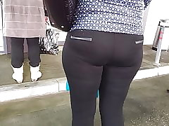 Chunky exasperation milfs nearly niggardly leggings